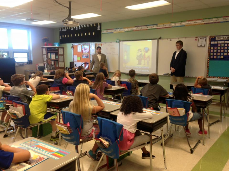 Seniors give presentation to elementary students on Constitution Day